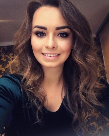 Девушка ищет работу в семей песчаные карьеры песня