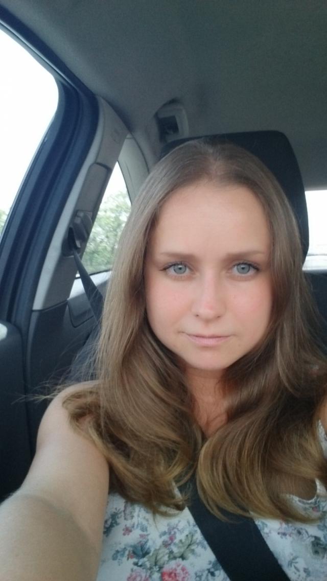Русская девушка ищет работу сайты для работы моделью