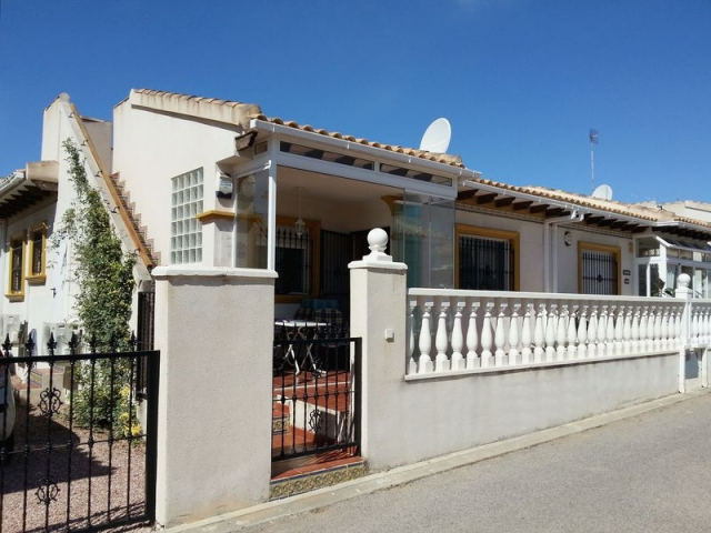 Buy a bungalow in the Empire in Cabo Roig